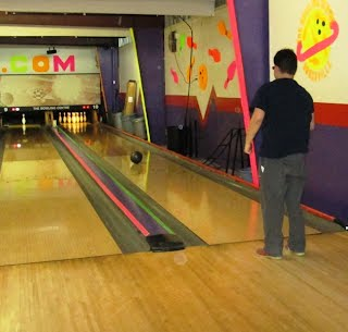 https://picasaweb.google.com/101920091186877166656/2014April10PinBowlingPizzaParty#slideshow/5998901157023255058